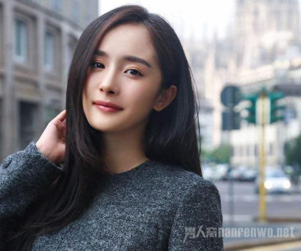 杨幂谢依霖同框 时代姐妹花友谊延续 少女感十足!