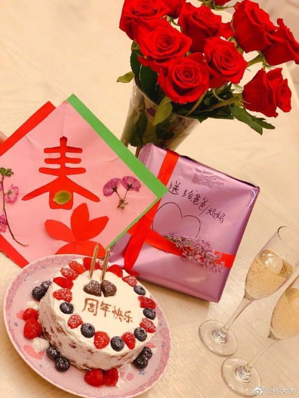 佟大为庆祝与关悦结婚11周年 二人亲密合影尽显恩爱甜蜜
