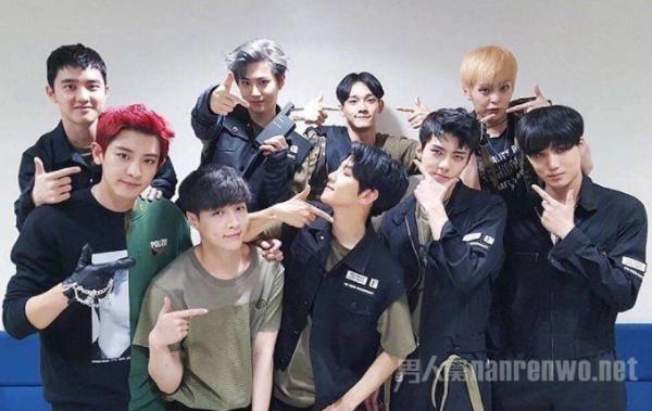 EXO成员xiumin入伍 公开平头照片 期待健康归来!