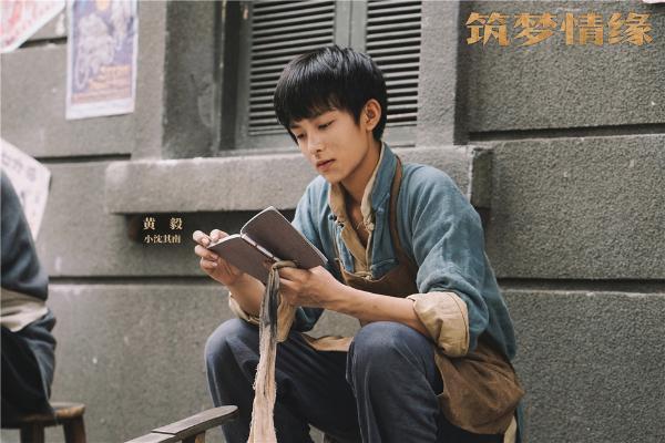 """《筑梦情缘》""""成长""""版剧照曝光 霍建华杨幂携手护初心"""