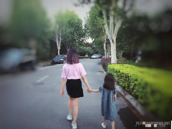 孙莉深夜晒两个女儿照片!黄多多发色却引起网友热议!