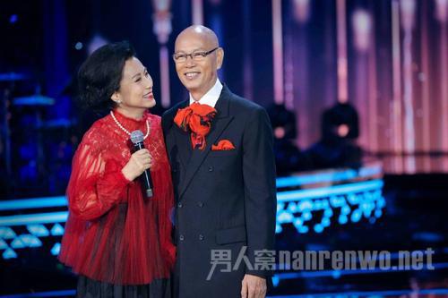 汪明荃结婚10周年晒结婚纪念照 夫妻抗癌成功?