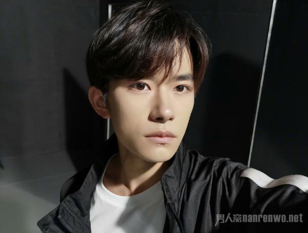 易烊千玺武汉发布会召开 为何粉丝号召不要应援?