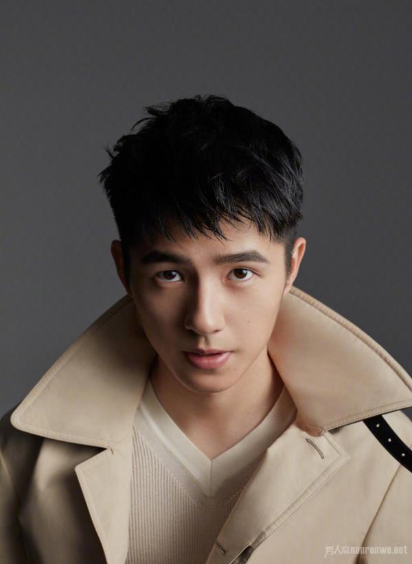 刘昊然给粉丝捐钱为他爸爸治病 这是什么神仙爱