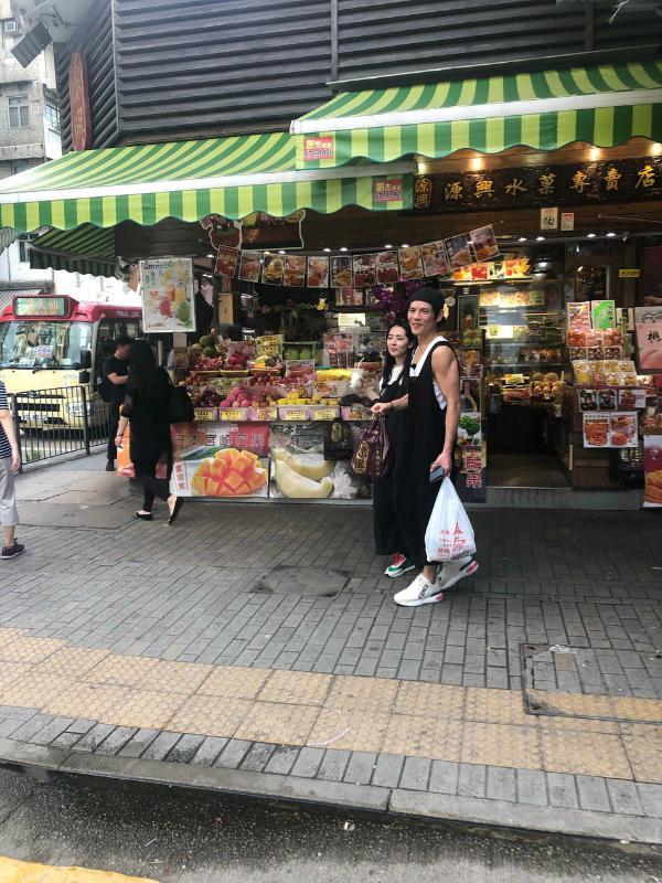网友偶遇郭碧婷向佐合体录节目 两人穿黑白情侣装开心灿笑