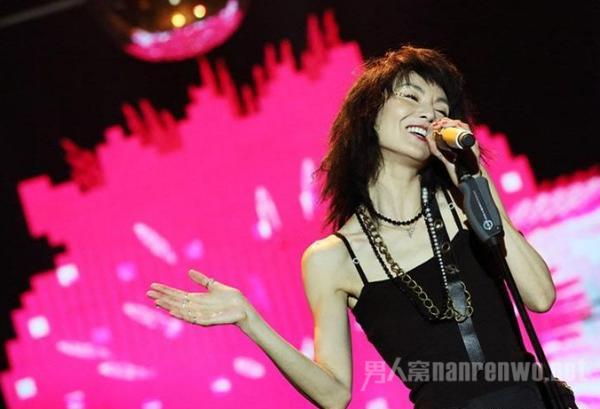 张曼玉谈唱歌跑调 曾一年不敢见人 但依然坚持梦想!