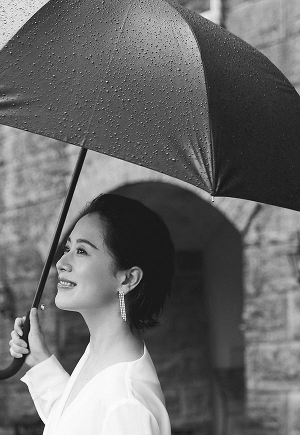 海清曝光写真 白衣黑裙大气优雅