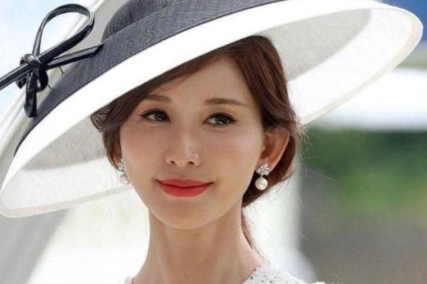 林志玲婚后首亮相 与英国皇室看赛马 志玲姐姐一脸幸...