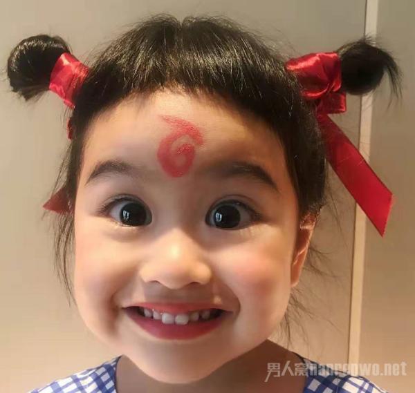 包贝尔女儿COS哪吒超可爱 难道哪吒原型是饺子?