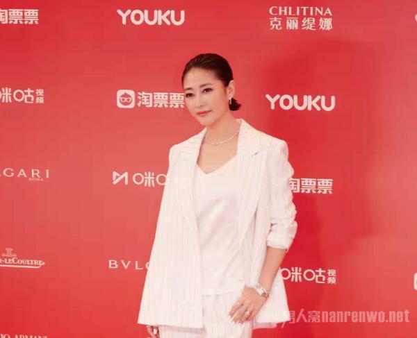 海清姚晨梁静发表女性感言 中年女演员真的不容易吗?
