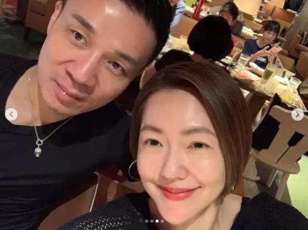 大小S在汪小菲酒店为母亲庆生 许雅钧搂爱妻合影很甜蜜