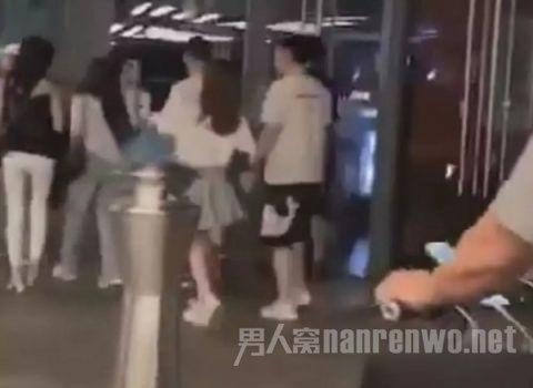 王思聪带妙龄女现身 网友:铁打的王思聪流水线网红妹