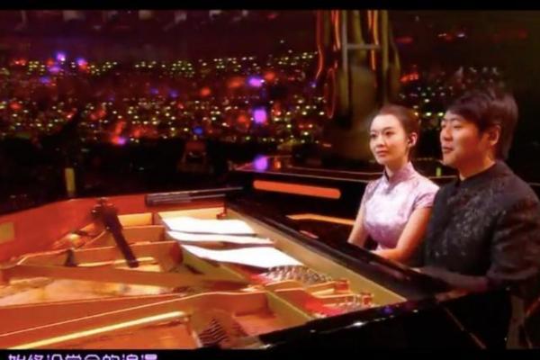 李宇春郎朗吉娜高甜舞台 吉娜衣服成为焦点