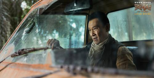 王学圻昆凌现身《天火》线上路演 与十城影迷热聊电影
