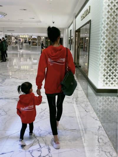 孙怡晒女儿近照感慨发文 两人穿红色亲子装年味十足超温馨