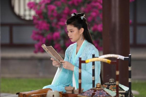 蓝曼予《明月曾照江东寒》上线,温柔女医恋上大17岁将军
