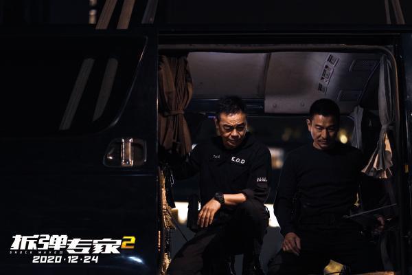 """《拆弹专家2》曝""""双一刘""""特辑 刘德华刘青云变""""生死之交"""""""