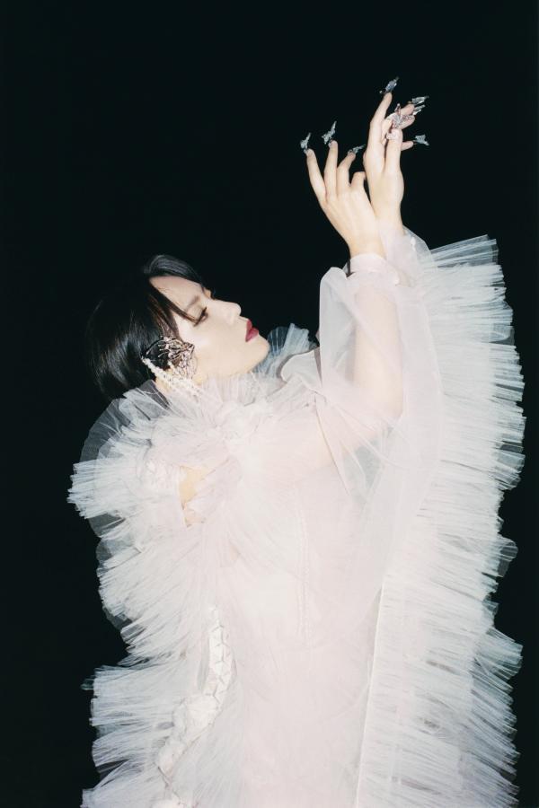 周笔畅全新单曲《别》 上线 超现实MV解读私密蜕变