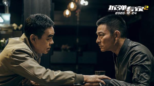 """《拆弹专家2》刘德华变""""定时炸弹""""  刘青云拆弹救好友"""