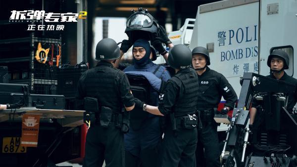 """《拆弹专家2》曝""""爆炸特辑"""" 拆核弹 撞地铁,炸大桥,观众:汗毛都"""