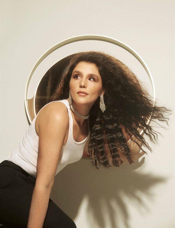 周笔畅与Jessie Ware合作单曲〈Adore You〉上线 迷离声线演绎冰与火的爱慕情愫