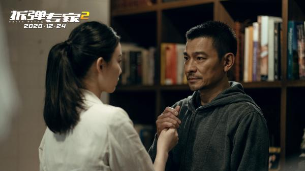 《拆弹专家2》曝主题曲《相信我》mv 刘德华倪妮合唱戳泪:拆核弹,拿命拼!