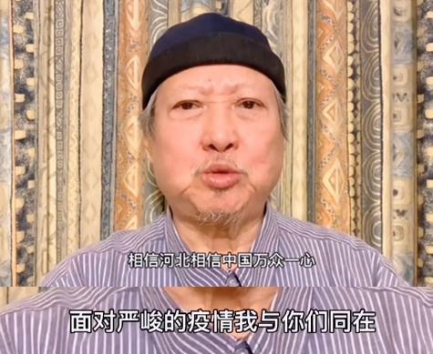 69岁的洪真宝出演的河北朱幽默里胡子是白色的 但精神状态很好