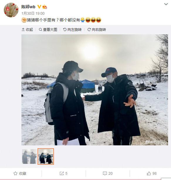 陈婷晒张艺谋和儿子做游戏照片:猜猜哪个手里有?