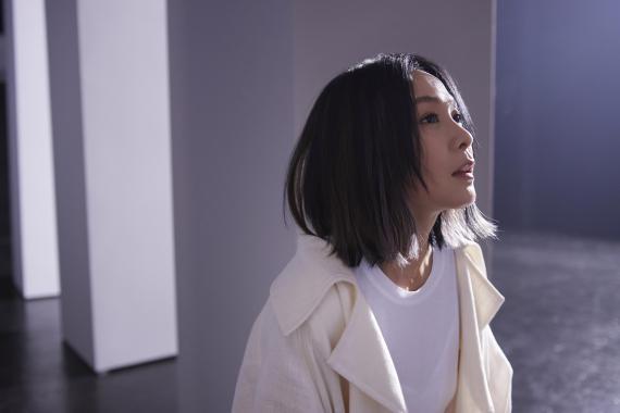 刘若英全新单曲 属于我们的《黄金年代》绽放而来