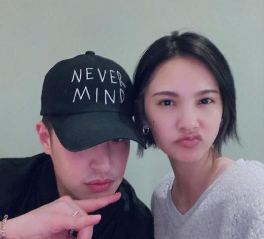 杨丞琳和潘玮柏相遇 网友:噘嘴怒迎李荣浩?