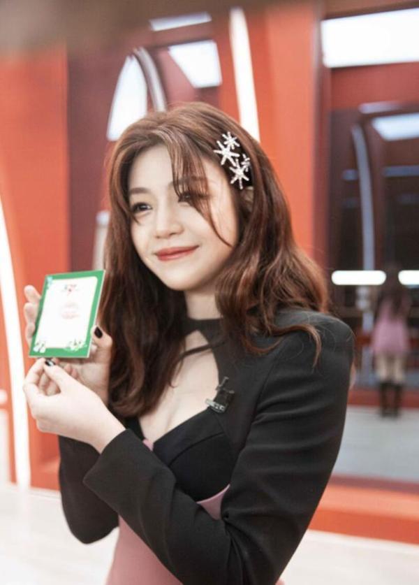 乘风破浪的姐姐2首播 陈妍希甜笑治愈动人心