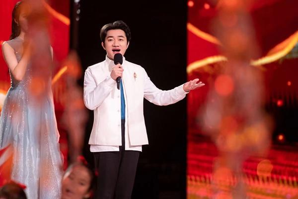 《蒙面唱将猜猜猜》王祖蓝为老婆追星唱《Forever Love》