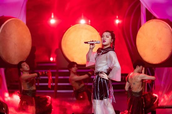 《百变大咖秀》王祖蓝反串表演完美复刻《扯谎哥》
