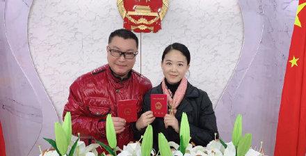 51岁的尹嫁给疑似老搭档当媒人