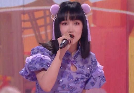 芒果晚会黄龄假唱 专业歌手假唱你能接受吗?