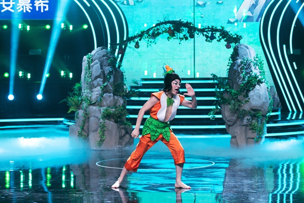 《百变大咖秀》王祖蓝再现经典葫芦娃造型 葫芦家族齐聚贺新年