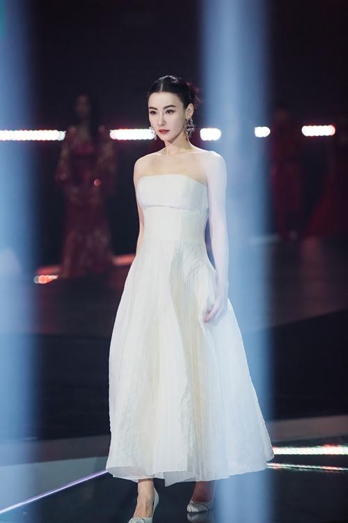 《姐姐2》张柏芝 公共舞台上的第一位歌手 创造了自己的说唱美女观众