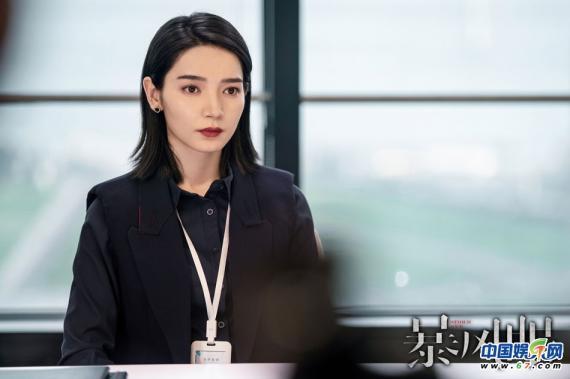 """《暴风眼》收视持续破2 冷题材火出圈掀起""""国安热"""""""