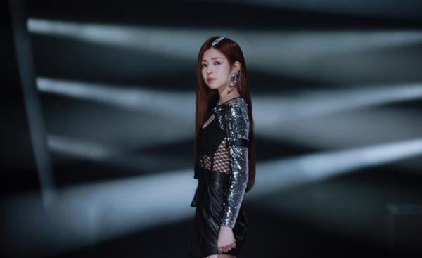 陈妍希国风大片新发布三工舞蹈能力提升 变身SHERO