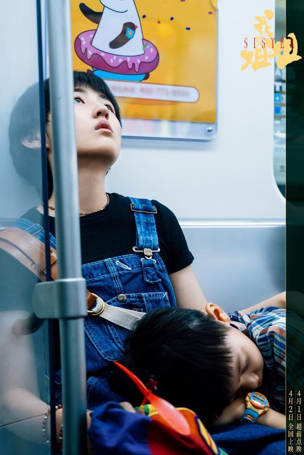 张子枫《举镜子的女孩》MV上线 唱出成长的痛楚与希望