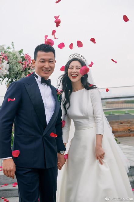 朱珠分享婚礼现场照 感谢大家的祝福