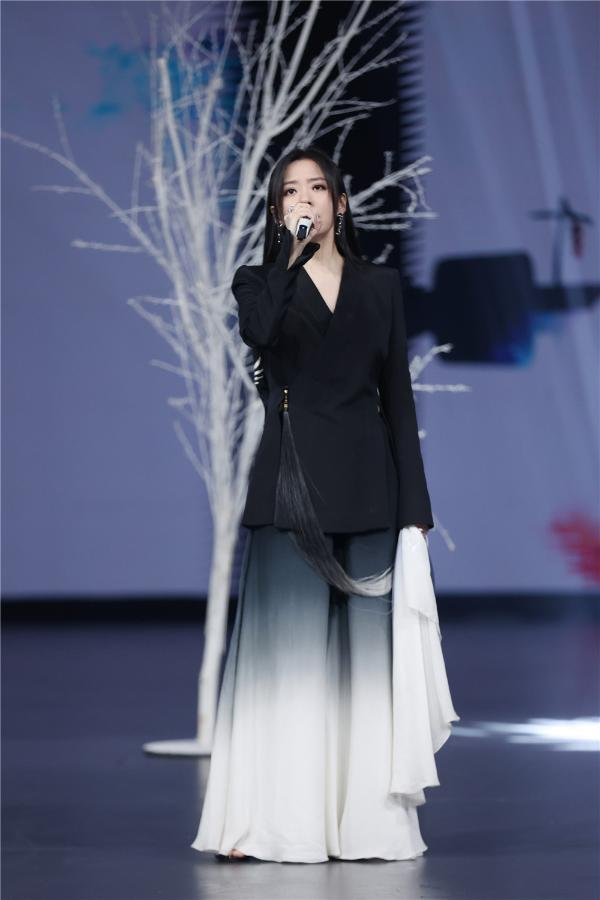 歌手集结《王牌对王牌》音乐节 华晨宇汪峰两大歌王巅峰对决
