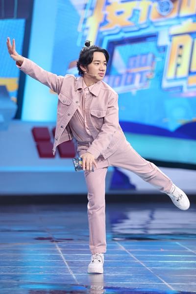 《接招吧前辈》王祖蓝实力模仿 上演英文版音乐剧双簧
