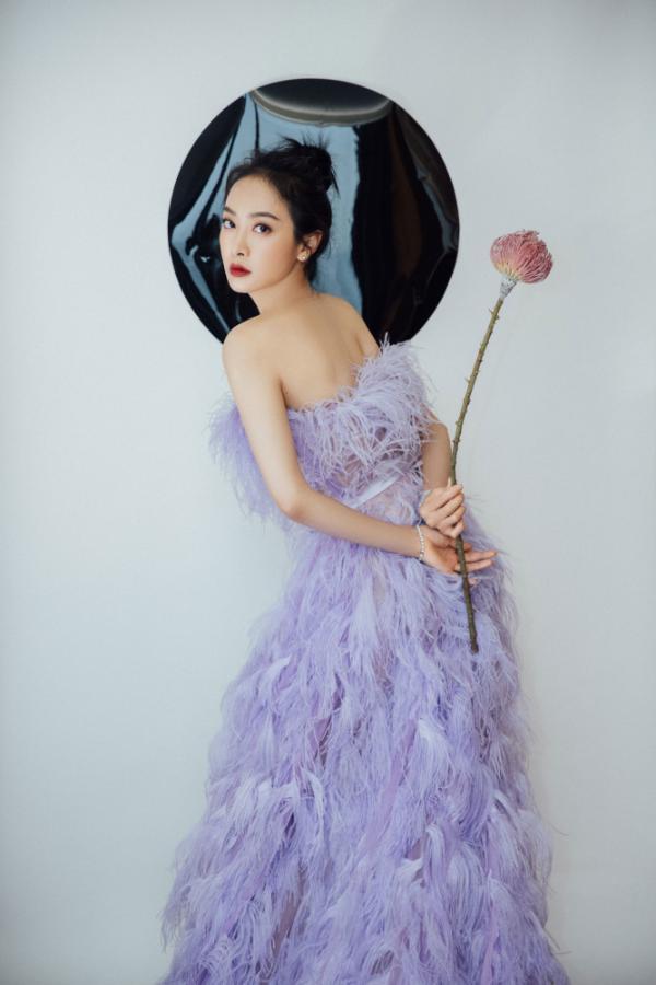 """宋茜盛典穿长裙走路带风 实力演绎""""从你的全世界路过"""""""