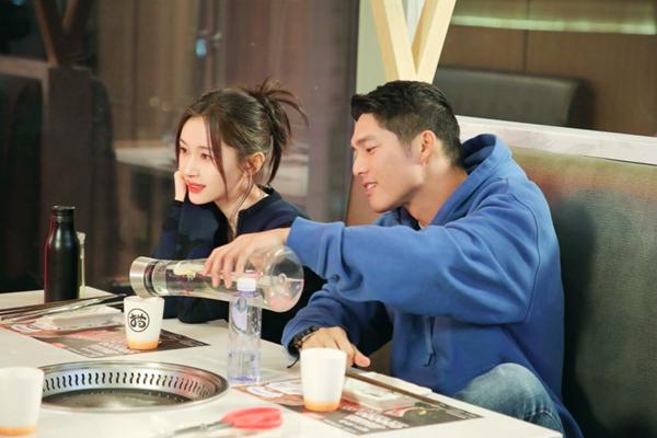 《怦然再心动》吴永恩带奥利维亚看家人打开互赞模式 得到家人的认可