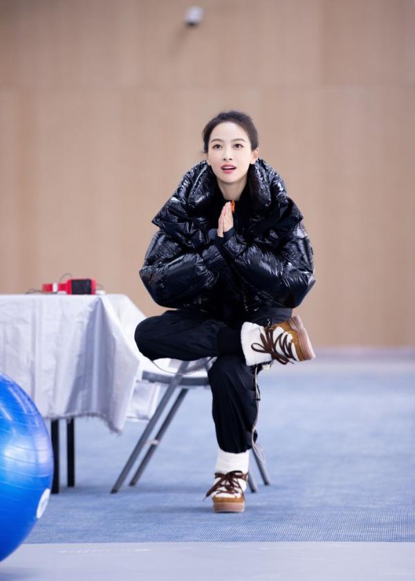 冬梦推广大使宋茜探访冬奥场地 体验冰雪运动为奥运助威