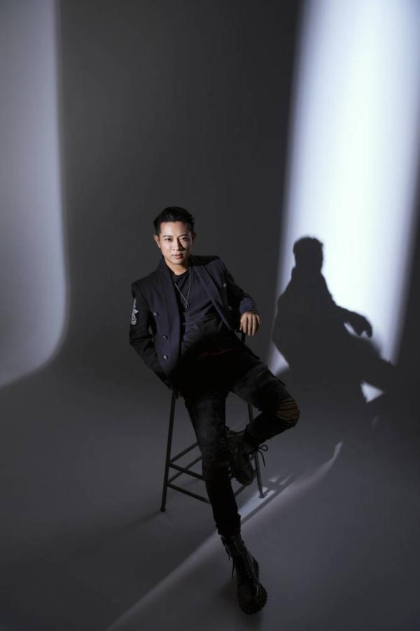 罗中旭全创作专辑《影子》同名主打歌上线