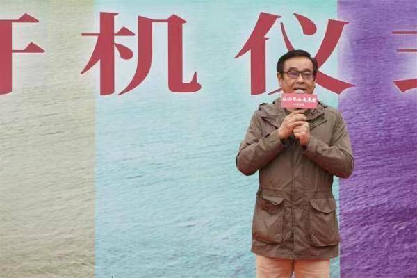 张铭恩友情出演尔冬升新戏《海的尽头是草原》获导演力赞
