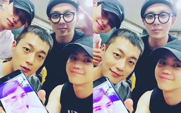 """团魂!EXO成员""""摸脑袋""""送灿烈入伍,这些组合超有爱"""