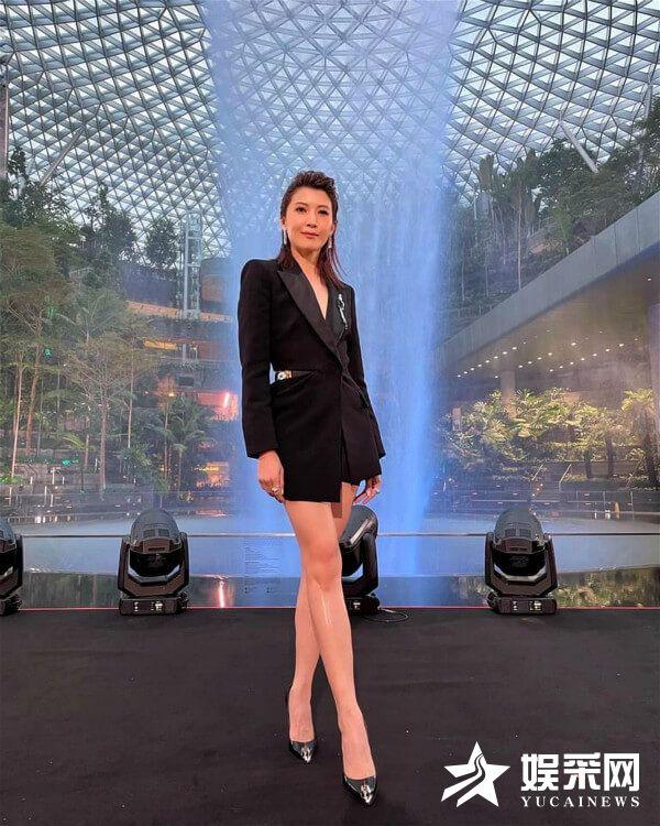 欧萱亮相新加坡红星大奖 开启逆天斜杠人生